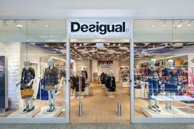 437218dfb7 Desigual to międzynarodowa firma odzieżowa założona w Barcelonie w 1984  roku. Jej unikalne kreacje