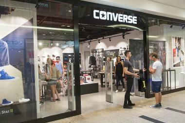 16d940a6da178 Sklep Converse to dostęp do limitowanych kolekcji ulubionych sneakerów,  szerokiego wyboru odzieży oraz akcesoriów. Ponad 100 różnych modeli dla  mężczyzn, ...