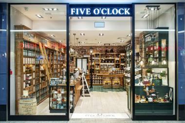 67c619e6424e5 Five o'clock jest stale rozwijającą się siecią sklepów z herbatą i kawą.  Jej siła tkwi w prawdziwej pasji oraz ponad 20-letnim doświadczeniu.
