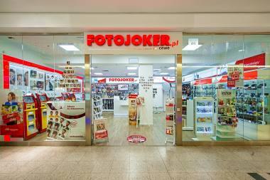 f0ef8c7ffbac0 Fotojoker to ogólnopolska firma, która od ponad 20 lat świadczy  profesjonalne usługi fotograficzne, dostępne w kilkudziesięciu sklepach na  terenie całego ...