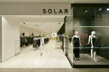 9029a90e01827 Solar Company S.A. – polska marka modowa założona w 1989 roku. Na rynku  polskim firma znana jest jako lider i producent dzianin, charakteryzujących  się ...